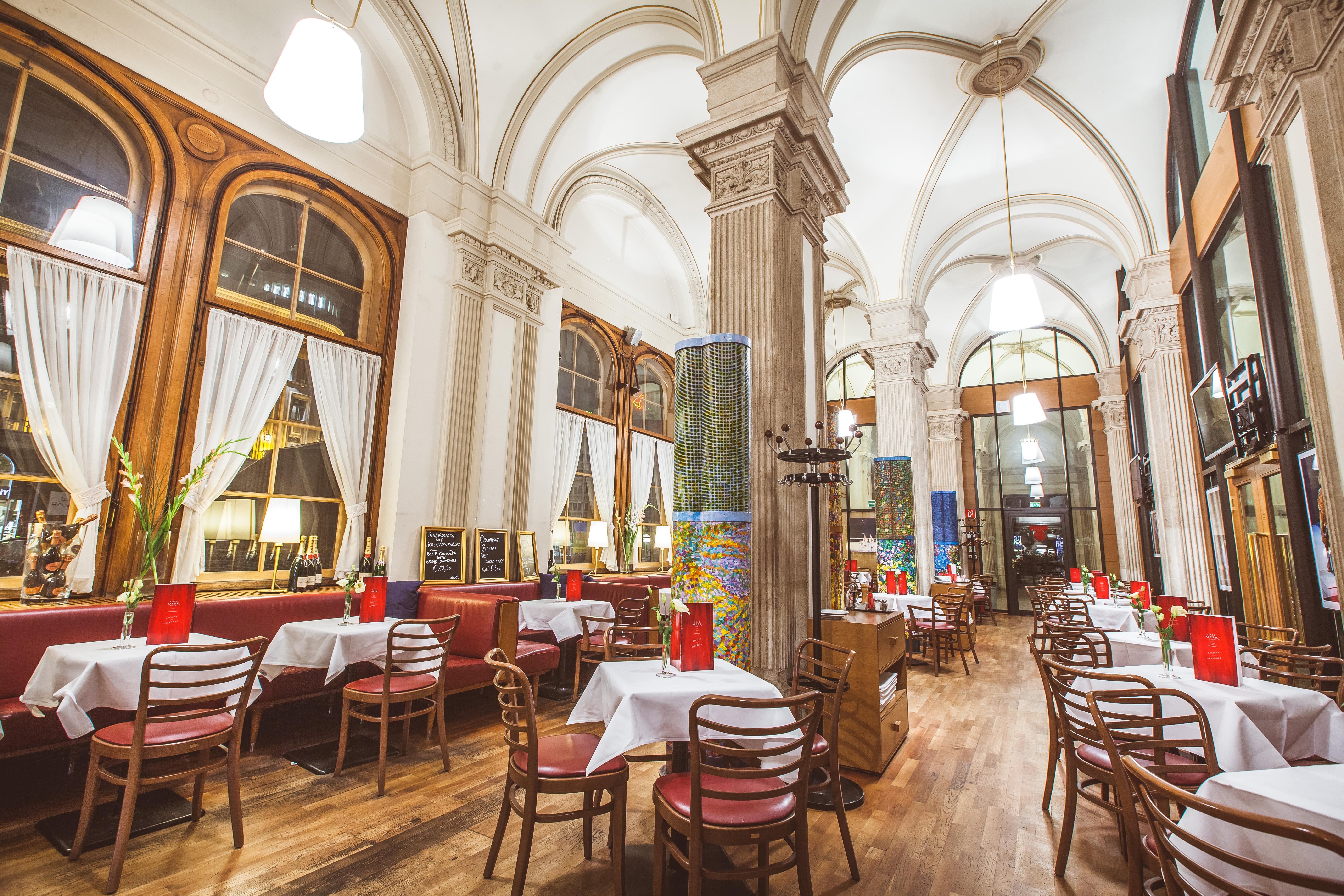 Innenraum des Café Oper Wien