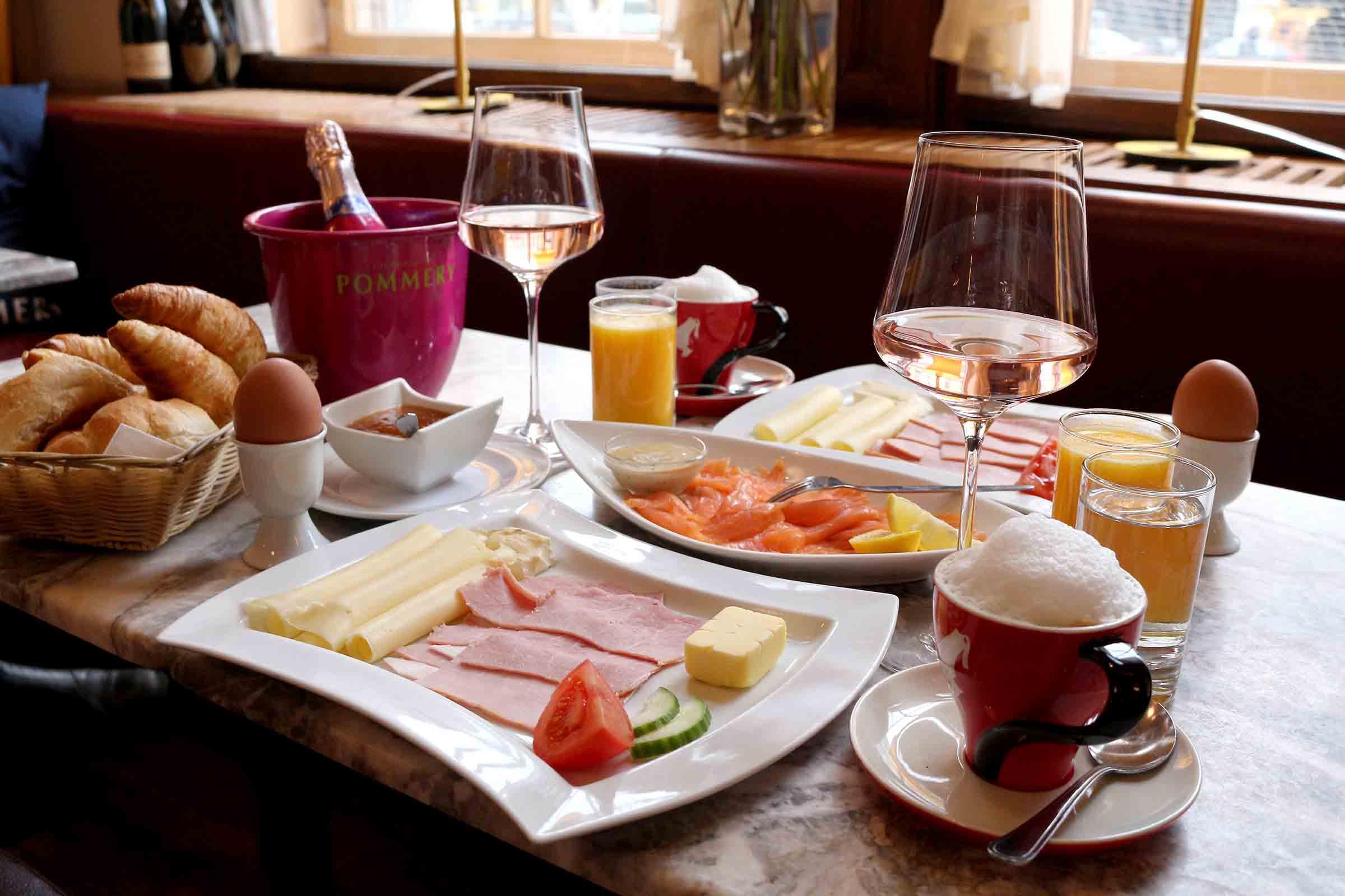 Champagner-Frühstück