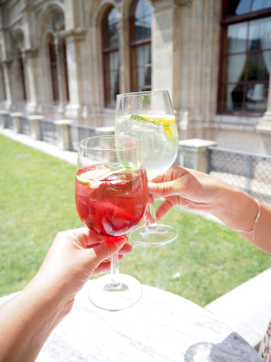 Unser Gastgarten – mediterranes Urlaubsfeeling mitten in der Stadt